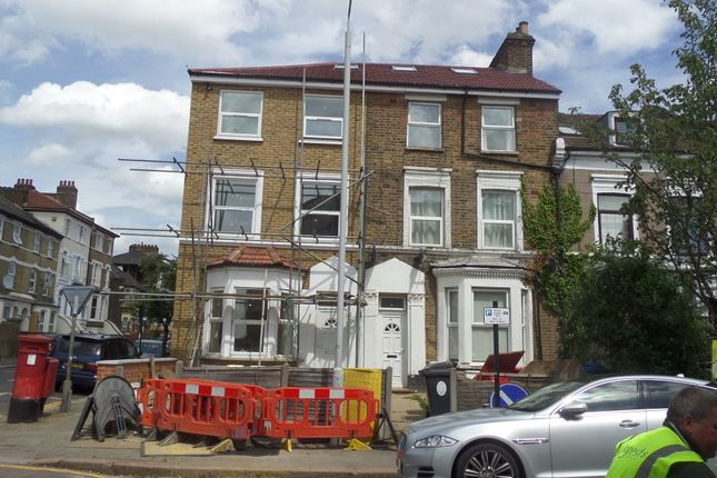 2 bed flat to rent in Langthorne Road, London