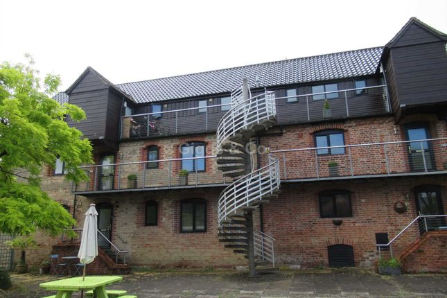 Thumbnail Flat to rent in Buckden, St Neots