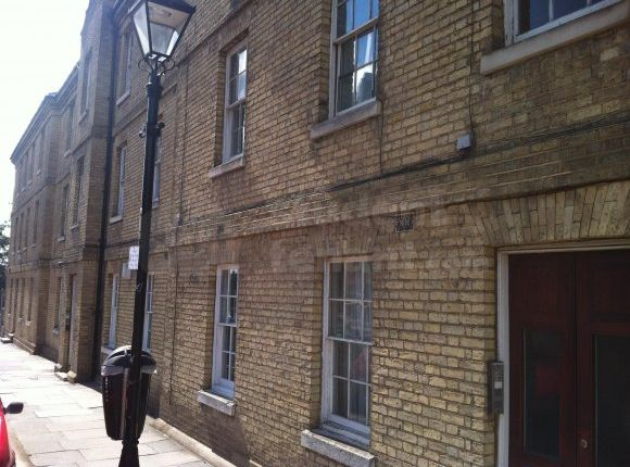 Thumbnail Shared accommodation to rent in Dock Road, Chatham