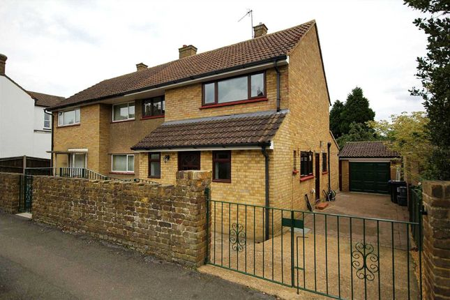 Thumbnail Semi-detached house to rent in St. Johns Road, Hemel Hempstead