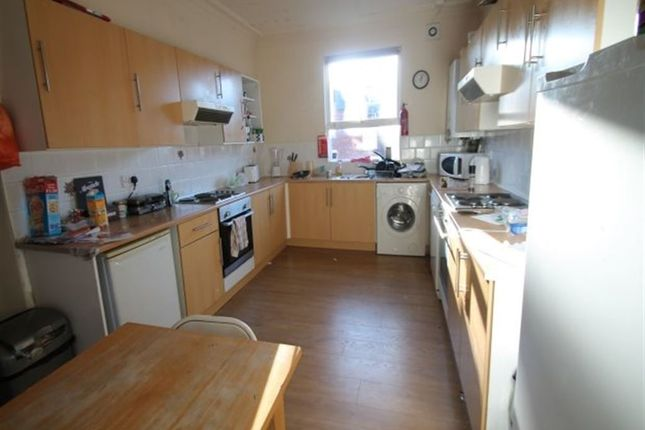 Thumbnail Terraced house to rent in Brudenell Avenue, Hyde Park, Leeds