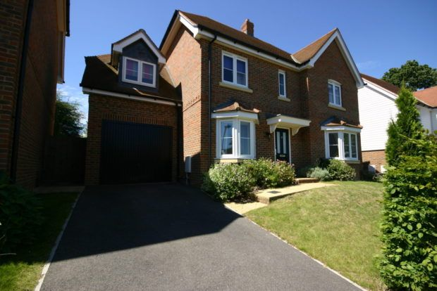 Thumbnail Detached house to rent in Barncroft Drive, Lindfield