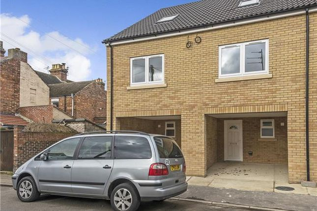 Thumbnail Property to rent in Salisbury Terrace, Century Road, Great Yarmouth