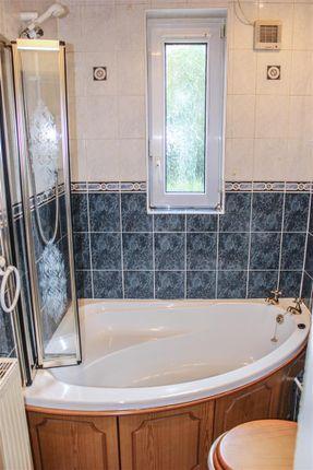 Bathroom of Kenmar Road, Hamilton ML3
