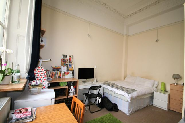 Double Bedsit of Cleveland Square, London W2