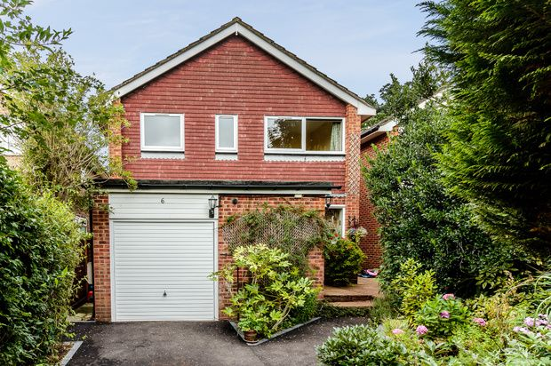 Thumbnail Detached house for sale in Wintringham Way, Purley On Thames, Reading