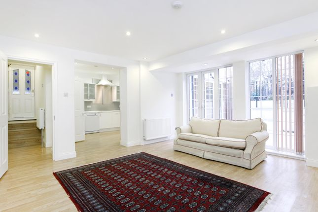 Thumbnail Flat to rent in Basement Flat, Fassett Road, Kingston Upon Thames