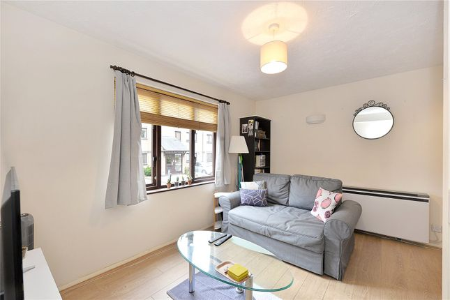 Flat to rent in Transom Square, London