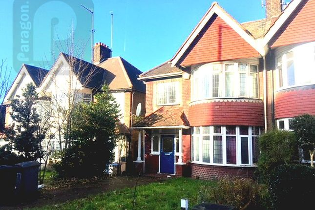 3 bed semi-detached house to rent in Station Road, Hendon