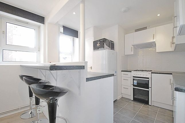 3 bed flat to rent in Dorset Road, London