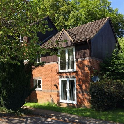 2 bed flat to rent in Edmunds Gardens, High Wycombe
