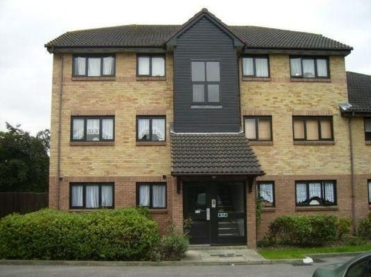 Thumbnail Maisonette to rent in Waterside Close, Barking, Essex, London