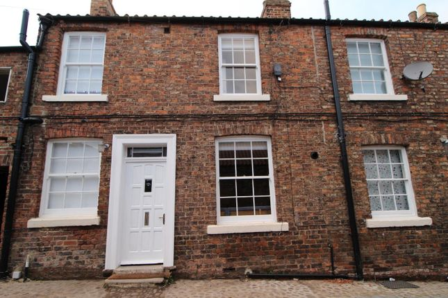 Thumbnail Terraced house to rent in Johnsons Yard, Market Place, Thirsk