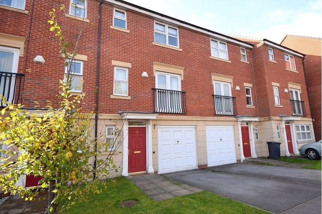 Thumbnail Town house to rent in Grosvenor Drive, Littleover, Derby