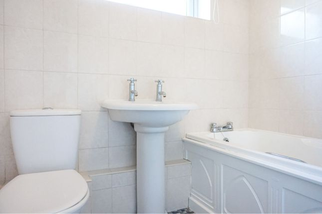 Bathroom of Bourne Close, Basildon SS15