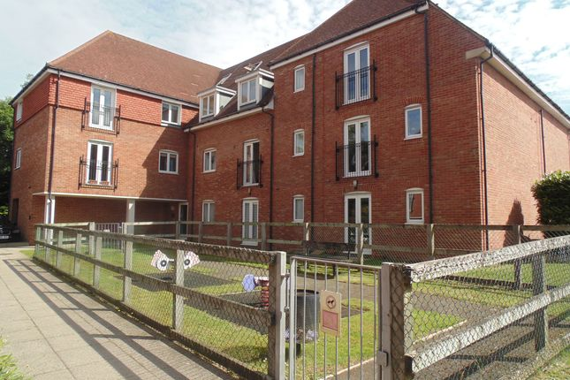 Thumbnail Flat for sale in Wingfield Court, Banstead