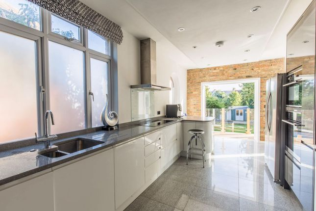 Thumbnail Semi-detached house to rent in Wilbury Crescent, Hove