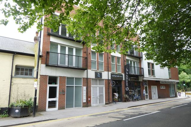 Thumbnail Flat to rent in Lion Green Road, Coulsdon