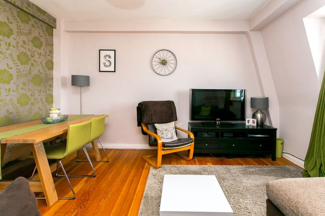 Flat to rent in Streatham High Road, London