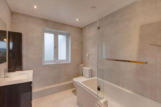 Family Bathroom of Ashfurlong Close, Dore, Sheffield S17