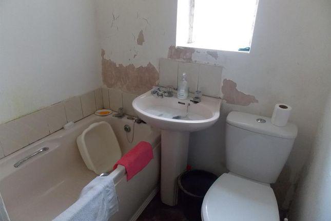 Bathroom of Torrington Street, Grimsby DN32