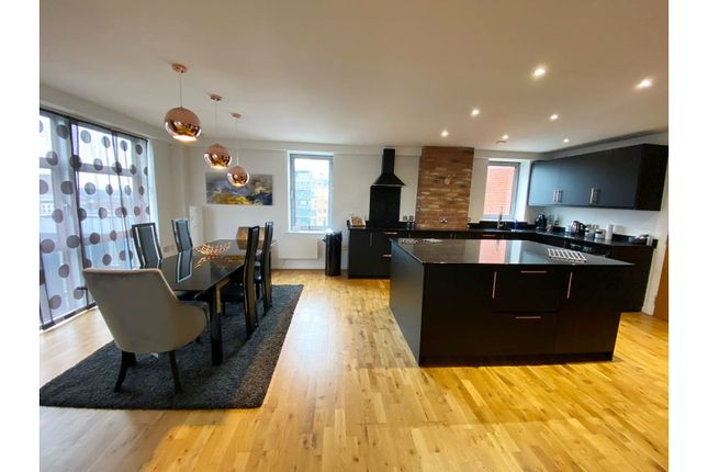 Thumbnail Flat for sale in 3 Whitehall Quay, Leeds