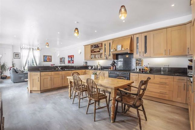 Thumbnail Detached house for sale in Cardington Road, Bedford