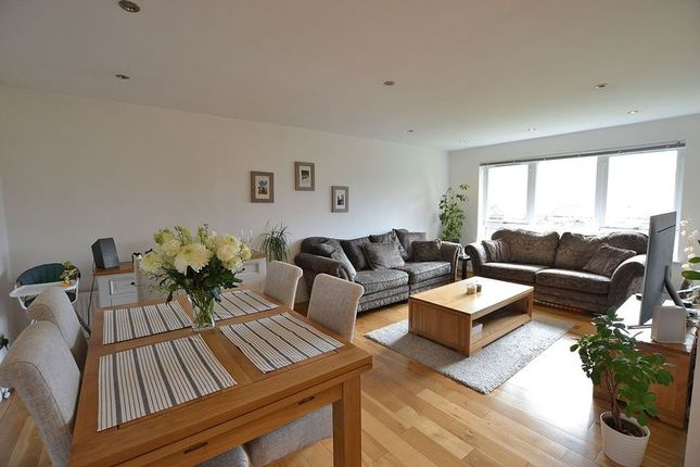 2 bed flat for sale in Whitehaven Close, Bromley
