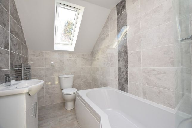 Bathroom of Kingfisher Drive, Exeter EX4