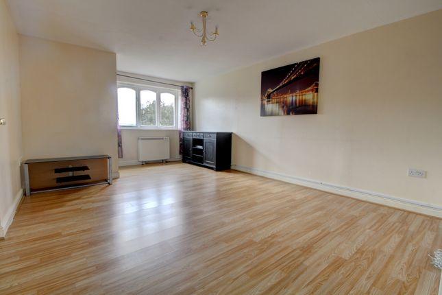 Living Room of Dunlop Close, Dartford DA1
