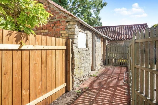 Outbuildings of High Street, Swayfield, Grantham NG33