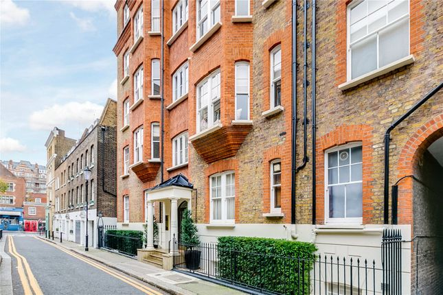 2 bedroom flat for sale in The Lodge, Mount Carmel Chambers, London