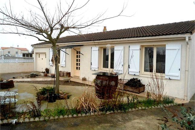 3 bed property for sale in Poitou-Charentes, Deux-Sèvres, Mauze Sur Le Mignon