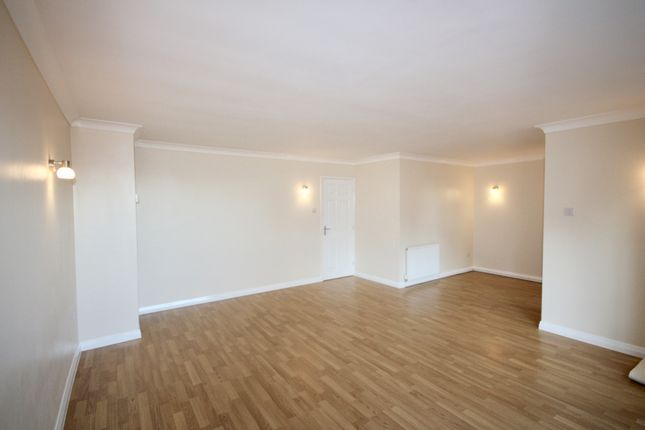 Thumbnail Flat to rent in Springfield Close, Lincoln