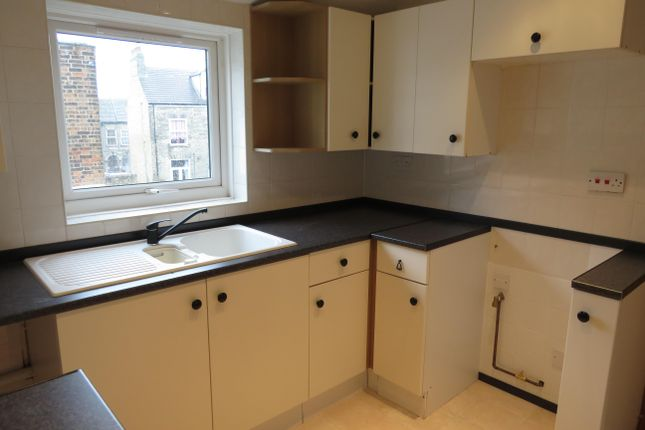 Thumbnail Flat to rent in Alexandra Road, Lowestoft
