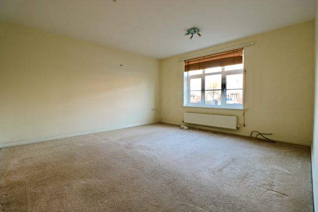 Thumbnail Flat for sale in Congreve Way, Stratford Upon Avon