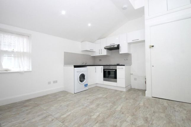 Thumbnail Studio to rent in Werndee Road, London