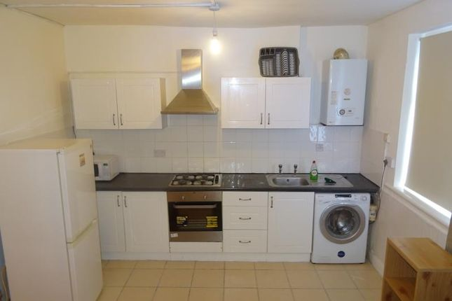 Flat to rent in Bruce Grove, London