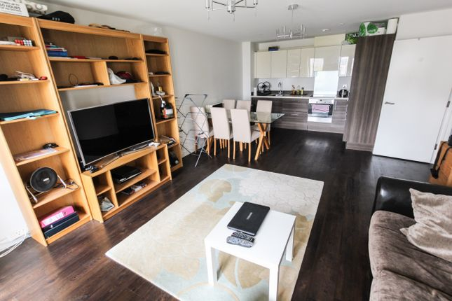Thumbnail Flat for sale in Glenalmond Avenue, Cambridge