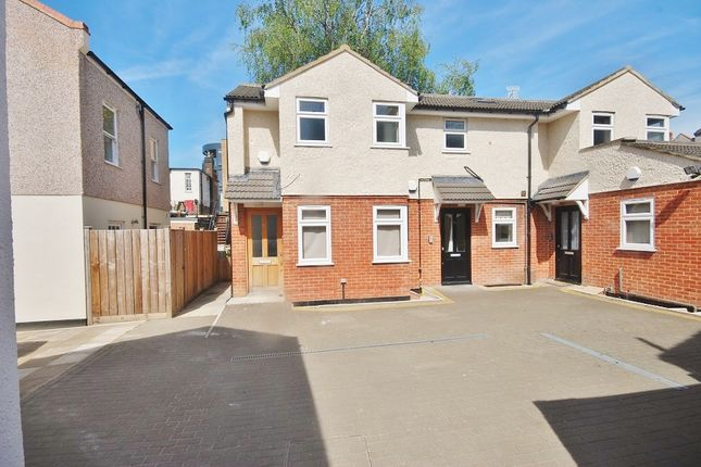 Thumbnail Flat to rent in Victoria Mews, Coulsdon