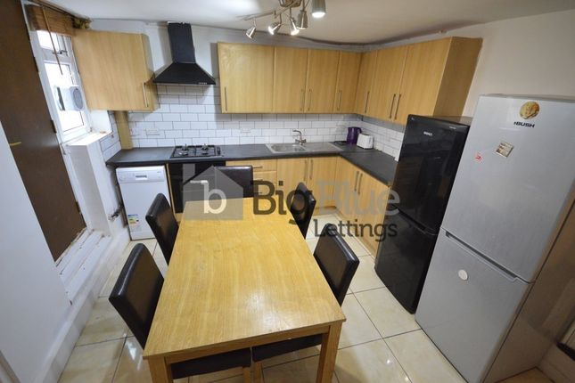 Thumbnail Property to rent in Manor Drive, Hyde Park, Five Bed, Leeds