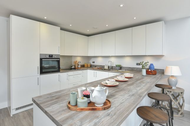 4 bedroom detached house for sale in Woodlands Road, Leatherhead