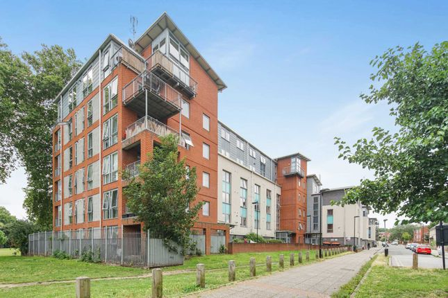 Thumbnail Flat for sale in Southwold Road, London