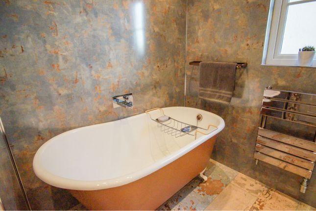 Bathroom of Silver Birch Drive, Dundee DD5