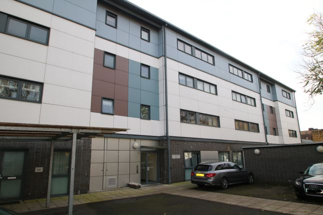 Thumbnail Flat to rent in Luntin Road, Surrey Quays