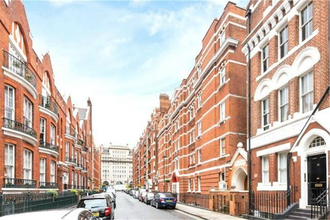 2 bed flat to rent in Chiltern Street, Baker Street, England
