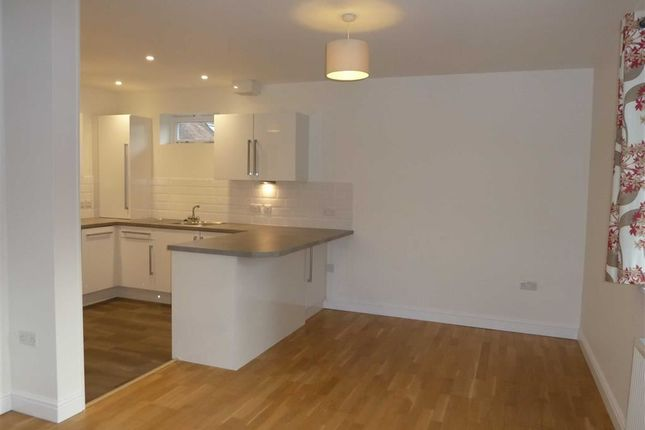 Thumbnail Flat to rent in Beechwood Court, Grove Road, Sonning Common Reading