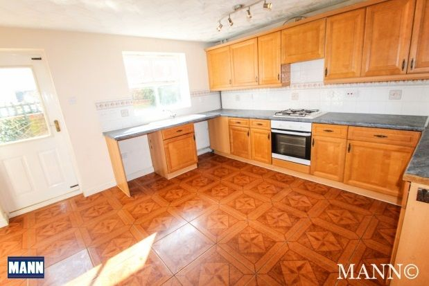 4 bed property to rent in Sara Crescent, Greenhithe, Kent