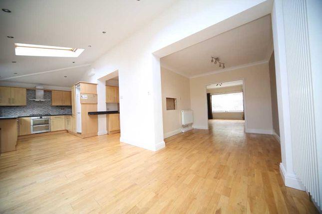 Thumbnail Semi-detached house to rent in Ridgeway Close, Leeds