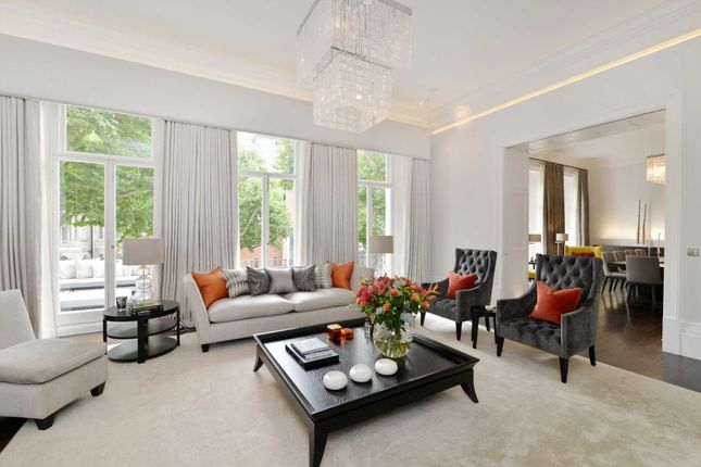 Thumbnail Flat for sale in Queen's Gate, London